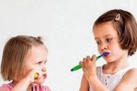 宝宝多大刷牙好?