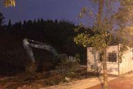 大平山路, 紫悦府前面在挖山。。