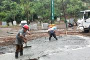 为了家庭生活,背井离乡!为雁城建设付出的工人们辛苦了!