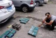 大快人心!这两个偷电瓶的贼被雷竞技下载链接警察蜀黍逮到了!