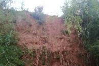 乐虎app手机版幸福大道上垦荒种地破坏植被,山体已造成多次小塌方