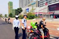 乐虎app手机版男子骑电瓶车逆行,交警罚他做这事,网友:干得漂亮!