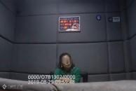 """今天乐虎app手机版交警在海峡路口遇上了一""""桀骜""""女子,违法驾车还想逃跑,最终被重罚!"""