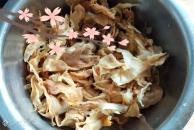 今日美食推荐:老盐菜滑肉汤,里面有我老妈传授的秘方哟!