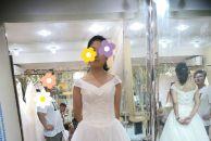 新郎官耐心超好全程陪新娘试纱