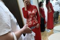 婚礼旺季试纱的新娘越来越多