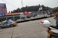 (已转至相关部门)乐虎app手机版大千路长安4S对面停的新车还在,车就停在路边,没有人管!