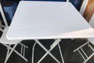 80元转让九成新方桌子椅子,桌子60X60的,很结实,不摇晃