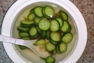 中秋节早餐!我做了一锅清淡的酸菜黄瓜汤配云腿月饼!