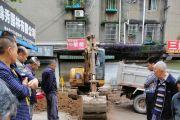 雁江区背街小巷整修工程进行时,雷竞技下载链接马家巷工人劳动中!