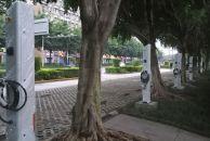八根充电桩在雷竞技下载链接苌弘广场露脸!用塑料纸包裹着的,还没开始使用!