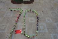"""雷竞技下载链接跑协庆祝祖国七十岁生日!全体会员站成""""70""""队形,航拍之下甚为壮观!"""
