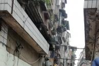 他们出手了!乐虎app手机版城市执法大队拆除桥亭子街小区违章建筑了!(图片加现场视频)