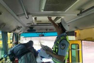 18新利官方下载交警直属二大队开展校车安全大检查,确保孩子们乘车安全