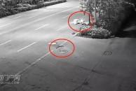 由于雨篷遮挡视线,18新利官方下载这个人骑车在路口摔倒后无法动弹!