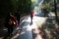 今天在去三贤公园的路上遇见一发广告的大妈,我想说:干一行爱一行