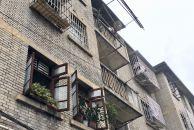 雷竞技下载链接这个社区的风格很怀旧,有年代感的房子和造型,古老的黄果树枝繁叶茂,适合电影取景