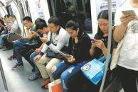 交通运输部新规:地铁内使用电子产品不许外放声音,不得进食
