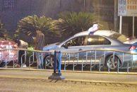 西门这里出租车开到花坛上,疑似被前车别车导致!