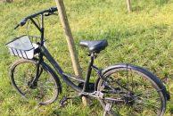 大家看过来,雷竞技下载链接幸福大道中段这两变了色的自行车是私家车吗?感觉好熟悉!