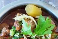好久没吃到排骨了,今天做一个排骨烧红萝卜解馋,看这色就知道味道不错!