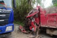 男子驾车行经18新利官方下载安岳窄路弯道,因未减速被撞,两车受损自己受伤!