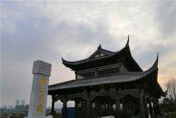 倍受雁城市民关注的《雁江古渡》广场全新亮相,雕像群再现古渡码头工人搬运货物情景。