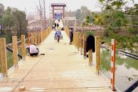 18新利官方下载沱西观景索桥正如火如荼建设中,可望近几日建成