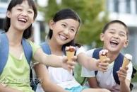 他们与孩子在江语城