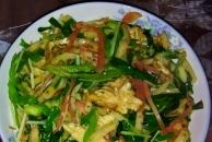 教你做地道的北方菜:鸡蛋青椒炒面饼,可菜可当主食!真的好吃哟,做法又简单!!