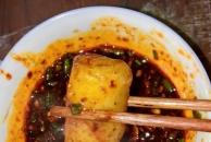 我做的青菜脑壳豌豆尖滑肉汤,蘸上临江寺豆瓣,一口气可以吃几大碗米饭!