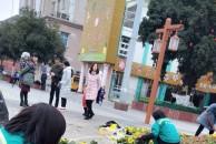 雷竞技下载链接三贤公园牌坊前正在加班加点地摆放新年装饰,辛勤的园丁造就城市的春天!
