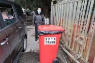 乐虎app手机版市城区设立了1300余个废弃口罩专用收集桶,废弃口罩不要乱扔了!