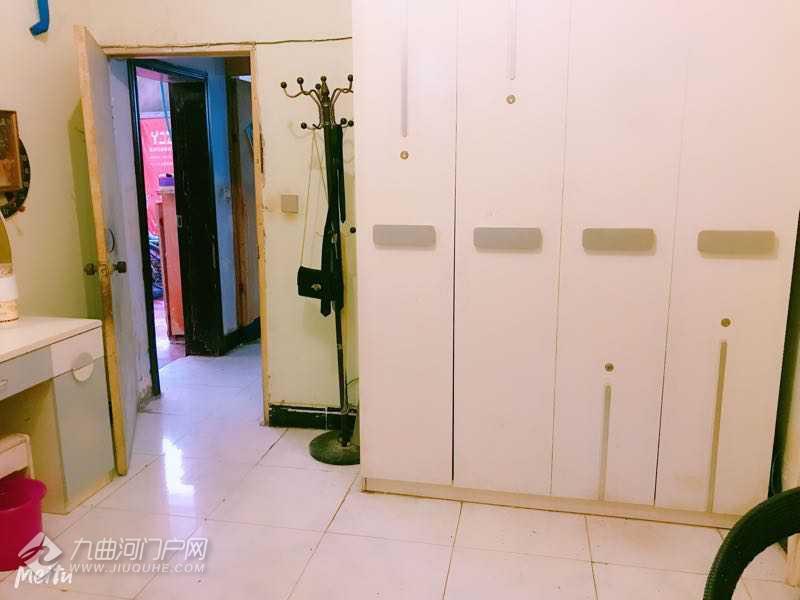 资阳正东街苏家巷小区单间出租,16㎡,简装,2楼,260元/月,走廊式单间,非合租房 ... ...