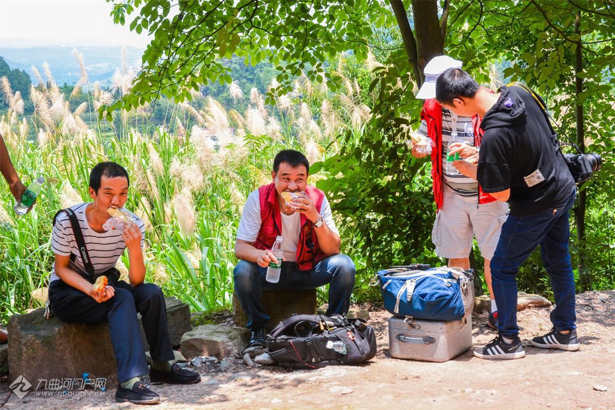《人在资阳》第3期:资阳蜗牛有爱摄影文艺志愿服务队发起人尹忠
