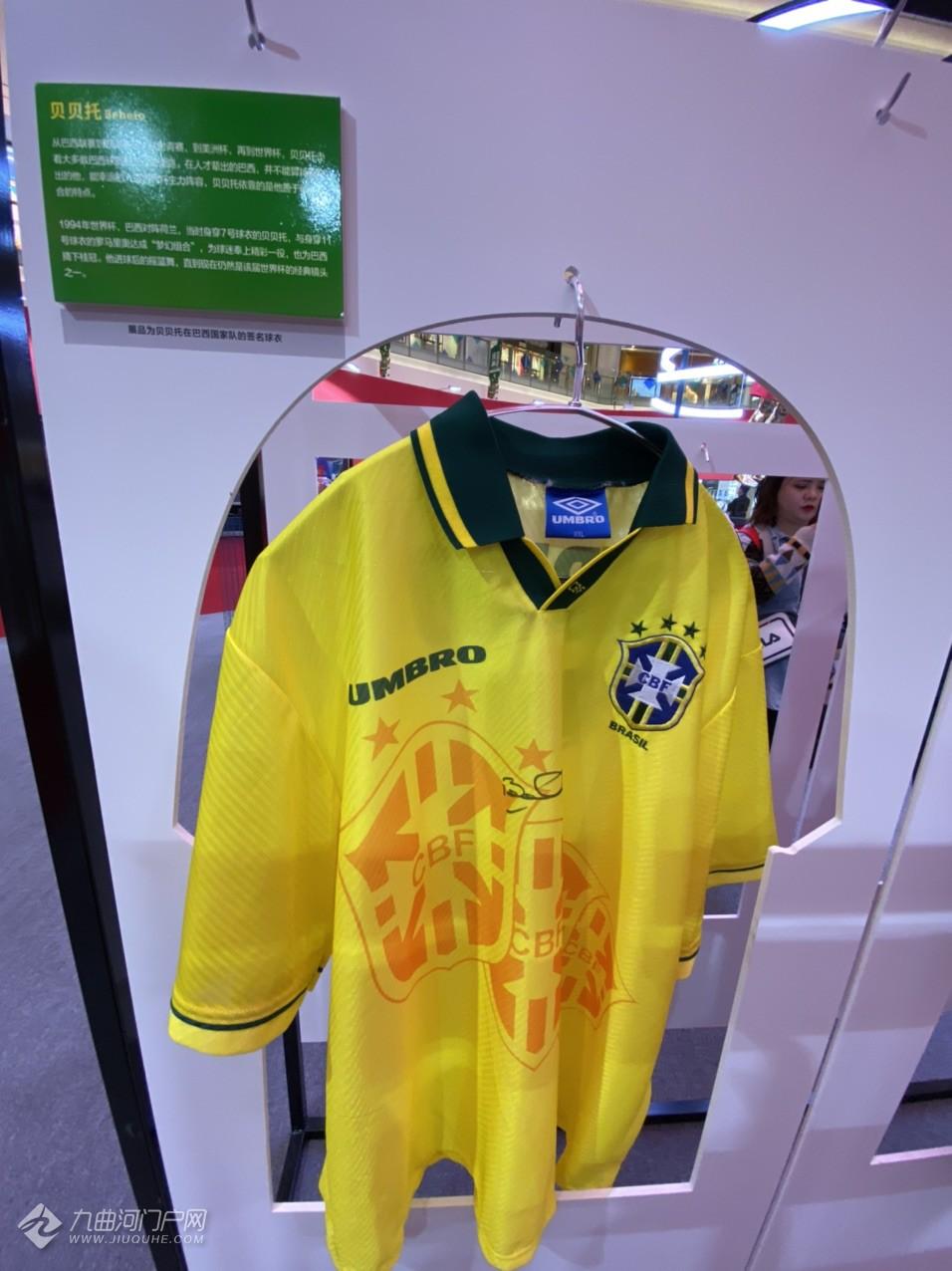 【我的十一游记】到成都观世界足球巨星签名装备藏品展,这里面集结了60余位足坛传奇巨星的珍品 ... ... ...