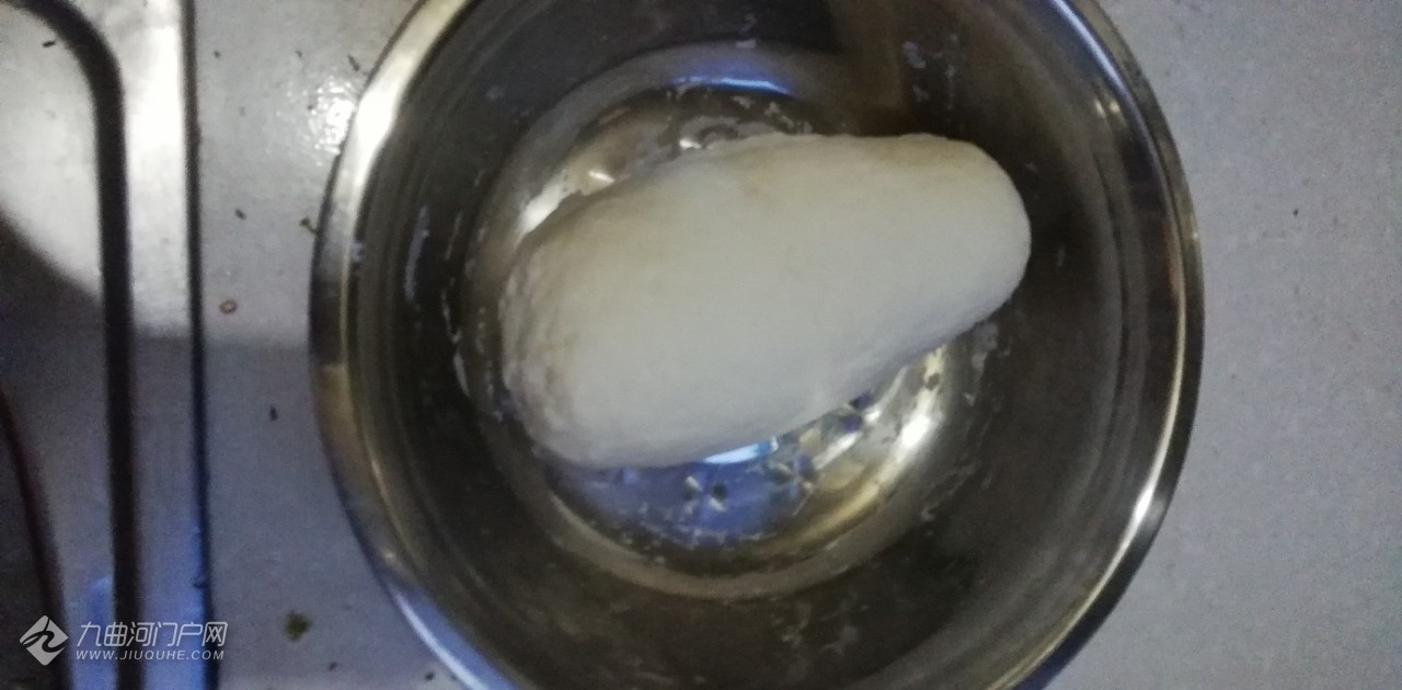 淡定哥分享美味佳肴早餐刀削面制作方式,图片加视频!