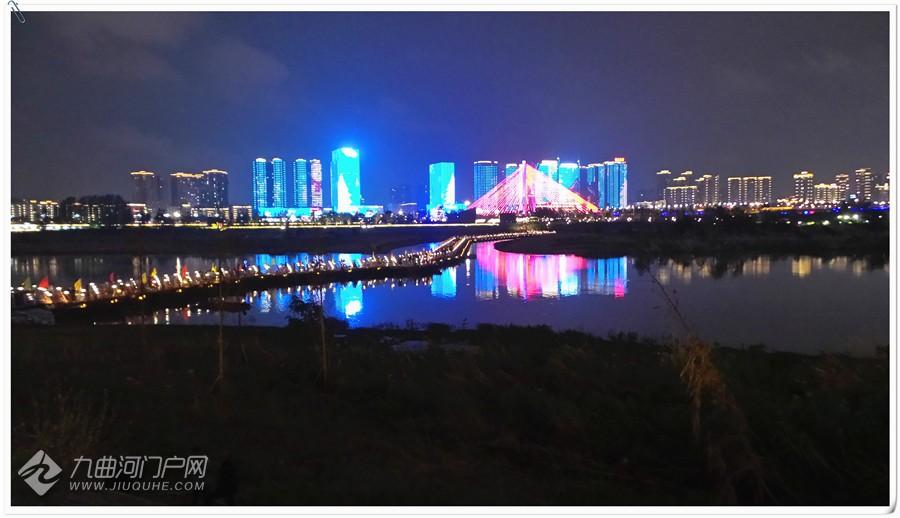 【我的十一游记】夜赏果城音乐喷泉和沿岸嘉陵江美景,灯光璀璨,交相辉映。 ...