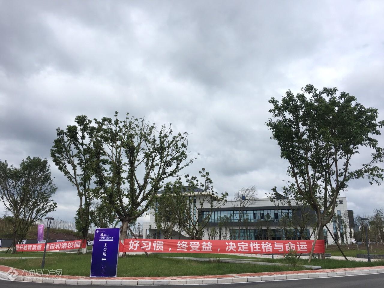 资阳口腔职业学院校内的最新景象:整体修建大致完成,局部地方正在完善中! ...