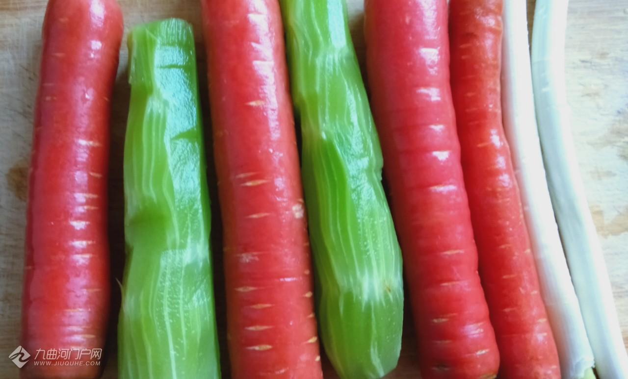 好久没吃到排骨了,今天做一个排骨烧红萝卜解馋,看这色就知道味道不错! ...