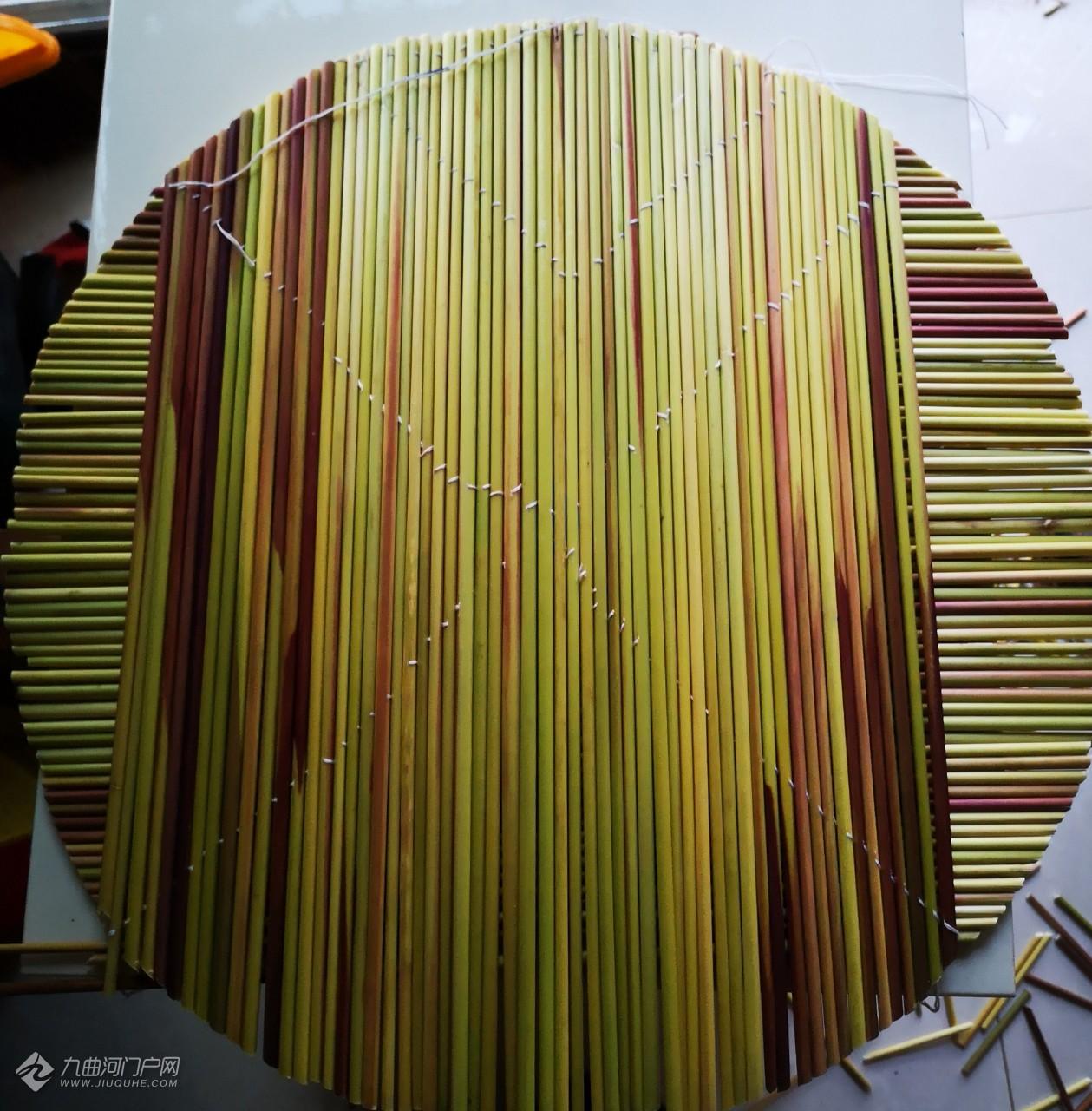 自己动手做盖帘,可用于乘放面食半成品,透气又方便拿取!