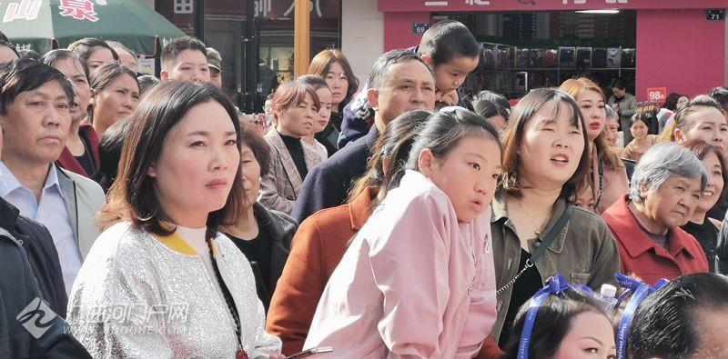 四川省第二届网络春晚喊你来海选了!不设门槛不分年龄,只要敢秀你就来! ... ... ...