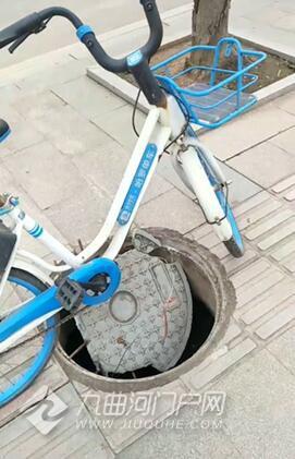 井盖被掀开谁来管?只有让这辆共享单车来管了!
