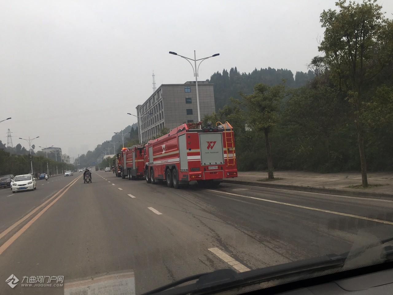 突发!资阳马三路边发生火灾,目前火势已得到控制