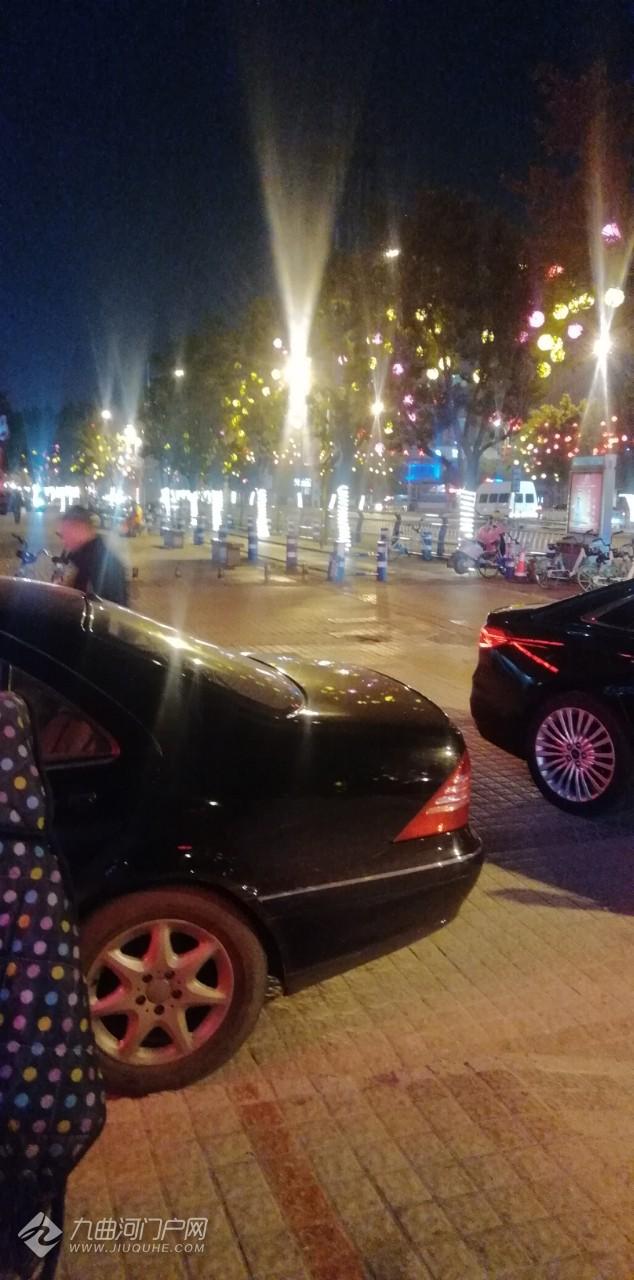 春节即将到来,雁城大街小巷到处都在装饰,非常漂亮!