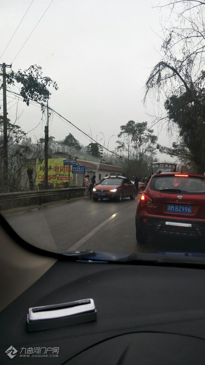 资阳刘家通往南津路途中发生了行车事故,请大家行车途中注意安全!