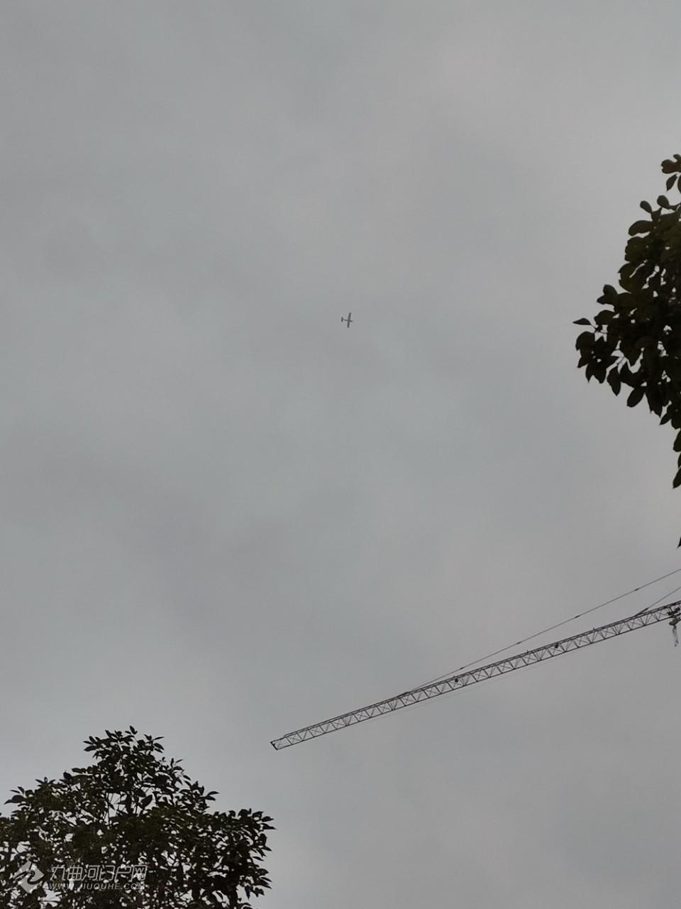 这个大飞机是干嘛的呢?今天两个在资阳沱东上空盘旋!