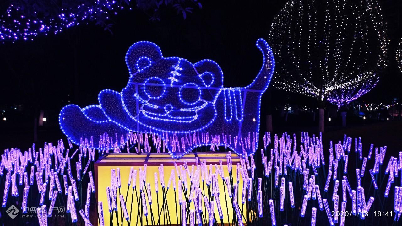 资阳九曲河广场看灯会!最引人注目的是十二生肖的彩灯,惟妙惟肖!
