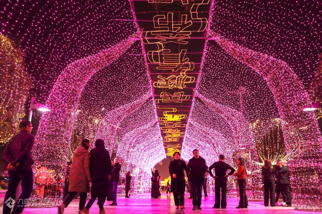 """打卡资阳部分街道彩灯装饰,这些地方已成今年热门""""网红""""地!"""