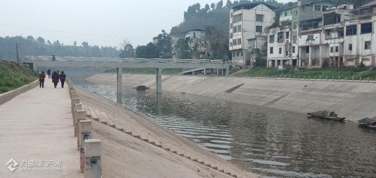 每次回老家都会有很深的感触,家乡的变化很大:交通方便了,河道宽敞了,河水清凉了…… ...